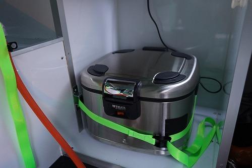 コンロの横の炊飯器