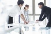 会社員の平均年収は400万円前半で停滞!男女別や年齢別など