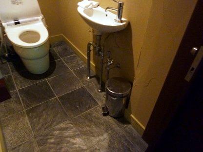 トイレにはおむつ用のゴミ箱